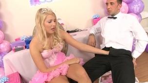 Golden-haired marvelous whore allowed guy engulfing her asshole