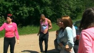 sucking brunette tenåring ridning trimmet hardcore blowjob kjønn russisk utendørs