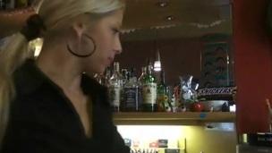 sucking tenåring blonde blowjob amatør nærhet virkelighet synspunkt offentlig hjemmelaget