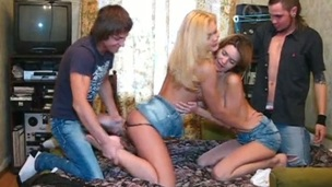 tenåring hardcore blowjob drukket fest amatør russisk orgie tynn gruppesex
