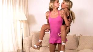 tenåring blonde pornostjerne lesbisk hore våt slikking ben cunt