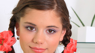 tenåring våt skole skolejente pigtail kamera snappe