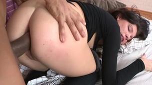brunette tenåring trimmet puling interracial hardcore doggystyle anal amatør ass