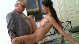 sucking brunette tenåring puling hardcore coed blowjob doggystyle amatør kjønn