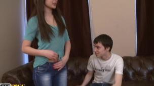 sucking tenåring hardcore trekant blowjob doggystyle amatør kjønn russisk nærhet