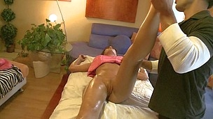 Ordinary massage session suddenly turns in a hardcore fucking session
